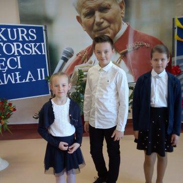 """Konkurs recytatorski ,,Pamięci Jana Pawła II""""."""